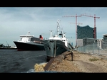 Queen Mary 2 passing MS Stubnitz in Hamburg Hafencity / 2011-05-26 - Video